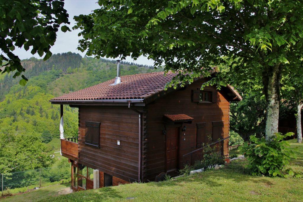 Uno de los bungalows del Camping Ariztigain