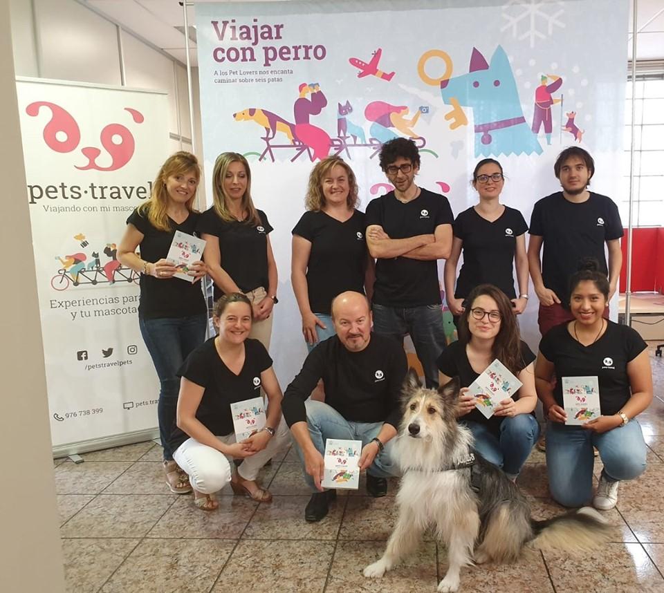 El equipo de Pets Travel, celebrando el Día mundial de llevar el perro al trabajo