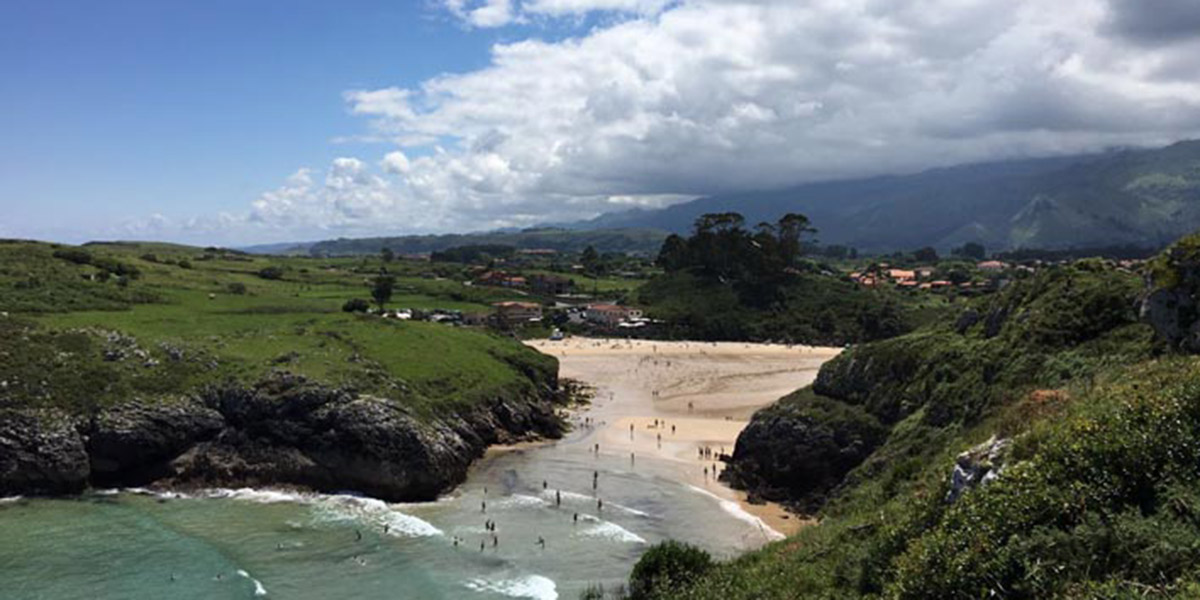 Playa en la ruta de Llanes a Celorio. Foto: Turismo de Asturias