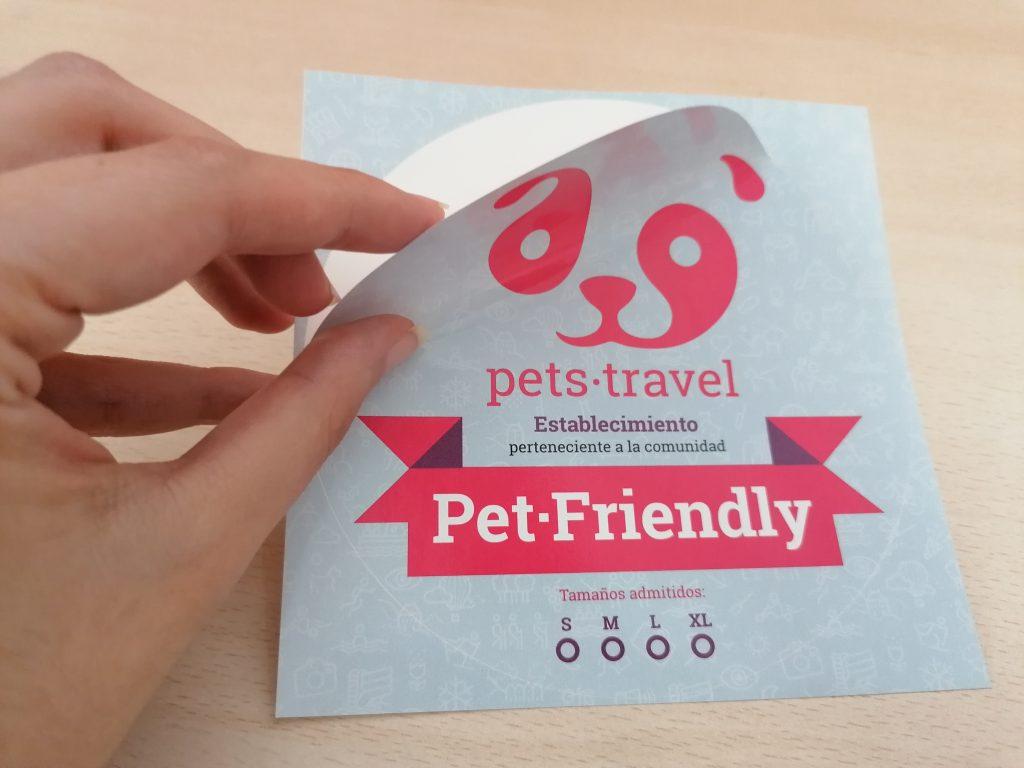 Así son las pegatinas petfriendly de Pets Travel