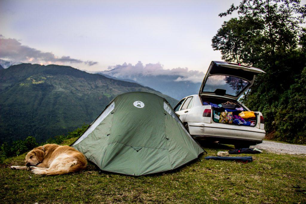 Meko, Javier y Lauranne viajaron en coche desde España hasta Tailandia