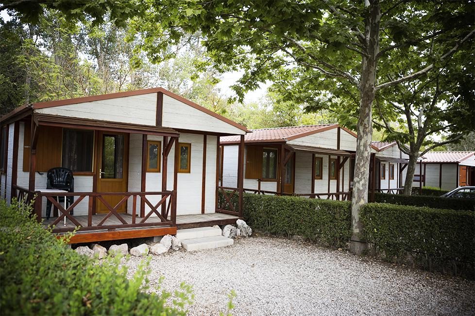 Bungalows del camping Mariola, entre Bocairent y Alcoy
