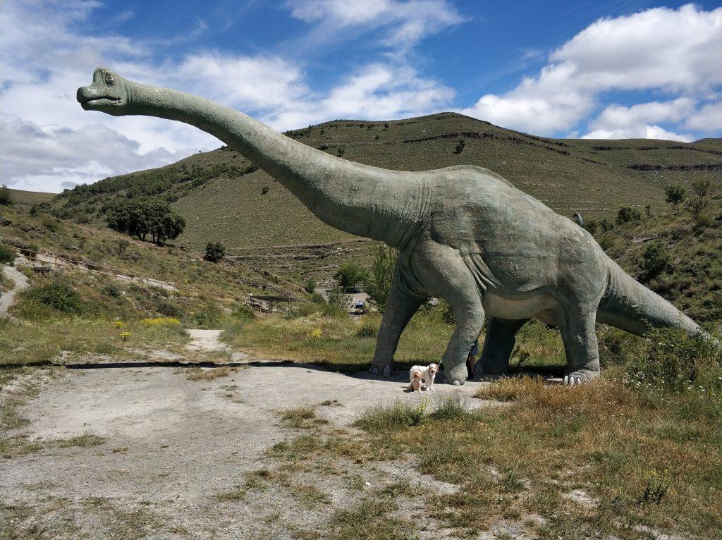 Reproducción de un braquiosaurio en el yacimiento de Icnitas de la zona de Enciso