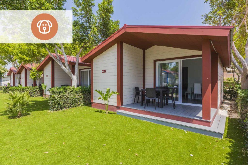 Uno de los bungalows de Alannia Resorts Guardamar en los que tu peludo será más que bienvenido