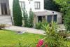 Jardín y parte exterior del alojamiento