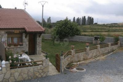 Exterior de La Cañadilla y Cabaña de Gredos