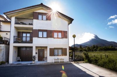 Casa exterior y entorno