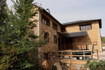 Exterior de Pedrazales Rural
