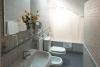 Baño en habitación buhardilla con solárium
